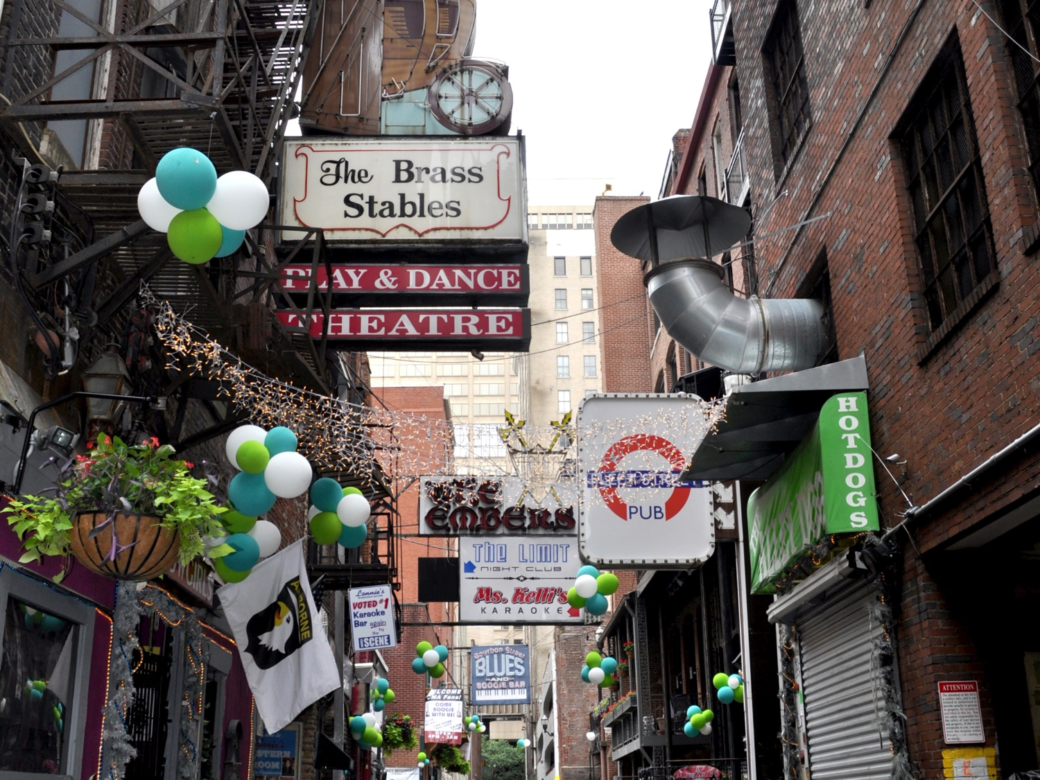Printers Alley Itself by Chris Connelly via Flickr (CC BY 2.0)